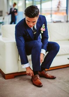 Classic navy suit. Summer wedding suit ideas grooms #groom #suit