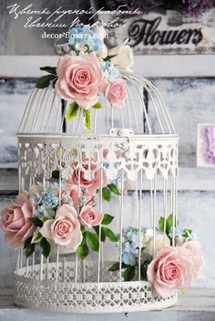 , The bird cage is both a house for your chickens and an attractive tool. You are able to choose whatever you need one of the bird cage types and get far more specific images. Deco Pastel, Deco Floral, Flower Decorations, Wedding Decorations, Table Decorations, Birdcage Wedding Centerpieces, Bird Cage Centerpiece, Bird Cage Decoration, Deco Champetre