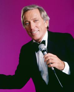 Singer Andy Williams poses for a portrait circa 1990 in Los Angeles, California. Get premium, high resolution news photos at Getty Images Christmas Playlist, Favorite Christmas Songs, Marriage Is Hard, Party Playlist, Dr Zhivago, Andy Williams, Holiday Mood, Music Icon, American Singers