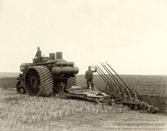 Early Hart Parr 40-80 gas Tractor 1910  does anyone know about his picture