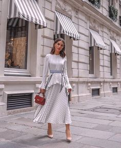 The earning power of influencers: Who's getting paid what - Street Style Outfits Womens Fashion Online, Latest Fashion For Women, Look Camila Coelho, Mode Outfits, Fashion Outfits, Fashion Clothes, Fashion Styles, Estilo Lady Like, Style Parisienne