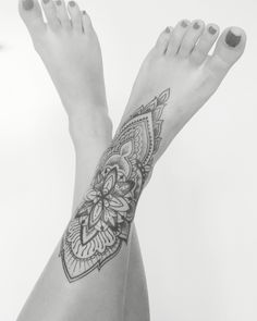 Mandala/ mehndi inspired foottattoo Le Nou Tattoo