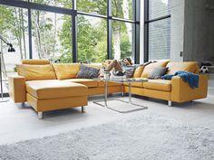 Znalezione obrazy dla zapytania salon z kolorową kanapą