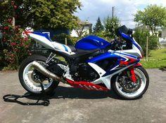 Suzuki Gsx R 750, Moto Suzuki, Suzuki Motorcycle, 1 Year Anniversary, Four Wheelers, Bike Stuff, Bike Life, Sport Bikes, Cool Bikes