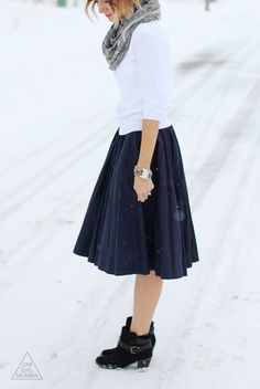 Simple look, I need a tank top or good shirts to wear under the cardigans and tucked into skirts so I can do this look in winter and summer. Navy Dress Outfits, Skirt Outfits Modest, Fall Outfits, Cute Outfits, Fashion Outfits, Emo Fashion, Modest Fashion, Black Ankle Boots Outfit, How To Wear Ankle Boots