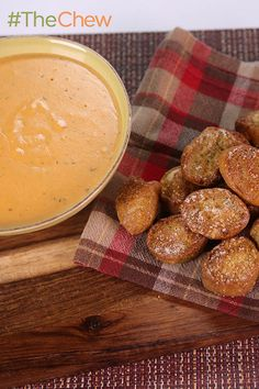 Triple-Cheese Tailgate Dip (made with #HiddenValleyRanch) served with Pregame Pretzel Bites by Carla Hall! #TheChew