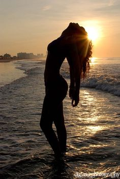 Sunset silhouette by Alexander Gulayev Beach Photography Poses, Beach Poses, Beach Shoot, Summer Photography, Boudoir Photography, Levitation Photography, Exposure Photography, Abstract Photography, Creative Photography