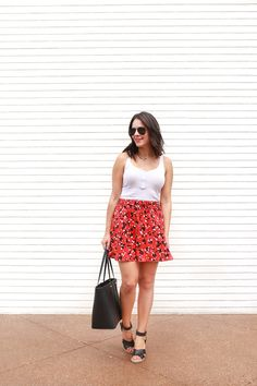 My Style Vita. White tank top+red floral skirt+black wedges+black tote bag+black aviator sunglasses. Summer Casual Lunch Outfit 2016