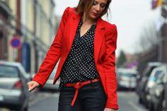 Veste rouge sur http://commeneuf.sebastienbalieu.com/node/10