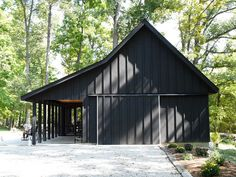 Black barn with black trim pole barn designs, shed homes, house colors, barn Pole Barn Garage, Pole Barn Homes, Pole Barns, Modern Barn, Modern Farmhouse, Modern Rustic, Black Barn, Black Shed, Black Metal Roof
