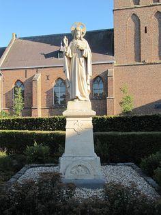 20100724-065 Linden - Christus beeld bij de kerk.jpg