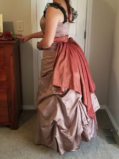 Com: Victorian Hat & Costume DIY - A Wild West Murder Mystery Party - How to convert an old bridesmaid's dress into a fashion complete with bustle! Birthday Party For Teens, Teen Birthday, Glow Party, Spa Party, Teen Party Games, Teen Parties, Victorian Hats, Mystery Parties, 1800s Fashion