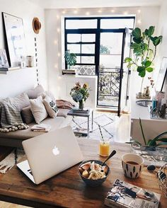 Cool 46 Modern Small Apartment Decorating Ideas On A Budget. More at http://www.homehihoo.com/2018/04/18/46-modern-small-apartment-decorating-ideas-on-a-budget/