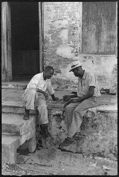 Guadeloupe photographique de la Guadeloupe de 1948, un reportage effectué par Denise Colomb Pointe À Pitre, French Photographers, Sports Illustrated, Vintage Photographs, Caribbean, La Pointe, Nostalgia, Tropical, Couple Photos