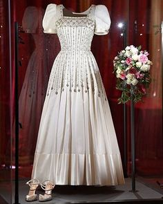 Princess Beatrice Wedding, Princess Eugenie And Beatrice, Princess Wedding, Royal Wedding Gowns, Royal Weddings, Bridal Gowns, Wedding Dresses, Princesa Beatrice, Royal Brides