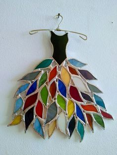 How To Do Beach Glass art - Stained Glass art Jesus - Stained Glass art Dragon - Crushed Glass art Simple - Glass art Projects Ideas - Smashed Glass art Ideas Stained Glass Ornaments, Stained Glass Suncatchers, Stained Glass Projects, Fused Glass Art, Glass Wall Art, Glass Walls, Stained Glass Patterns Free, Stained Glass Designs, Stained Glass Panels