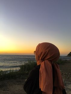 Ootd Hijab, Girl Hijab, Sunset Photography, Girl Photography Poses, Muslim Images, Islamic Girl, Fake Photo, Hijab Fashion, Cute Cats