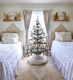 Fresh Christmas Trees, Diy Christmas Tree, Outdoor Christmas, Christmas Tree Decorations, Vintage Christmas Trees, Christmas Ideas, Christmas Tablescapes, Holiday Ideas, Merry Christmas