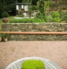 Best Ideas For Patio Wall Bench Outdoor Living Wall Bench, Patio Wall, Backyard Patio, Bench Seat, Contemporary Landscape, Landscape Design, Patio Ideas For Dogs, Poured Concrete Patio, Lake Landscaping