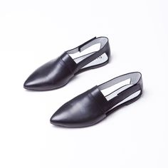 Vanda with its open sides refreshs the classic loafer look. Gives you a sharp, yet sophisticated feel. Slippers, Loafers, Flats, Classic, Collection, Shoes, Fashion, Travel Shoes, Loafers & Slip Ons