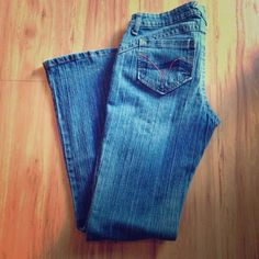 ☀️SALE☀️ l.e.i. Jeans💙Like New! 💙 Sooooo cute! Love how they stretch! Very forgiving and flattering! They're just a little snug on me. I think they may be Juniors 8. Got on Posh and I love them! Great used condition! lei Jeans Boot Cut