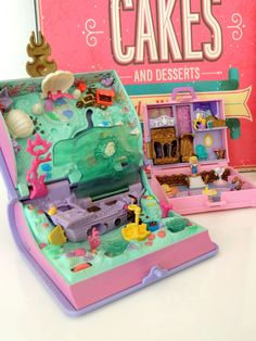 Polly Pocket Paris Shopping Adventure et Grand Livre des Sirénes