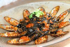Squid ink pasta mussle recipe tomato sauce