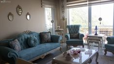 Ecenur hanım uzun süre Ankara'da yaşadıktan sonra Giresun'a taşınmış, 6 senelik evli, 4 yaşında bir de kızı var. Ailecek dekorasyona ilgileri büyük; evini dekore ederken annesiyle beraber plan yapmak,... Cozy Living Rooms, Living Room Sofa, Home And Living, Living Room Decor, Royal Furniture, Classic Furniture, Chair Design, Furniture Design, Pink Home Decor