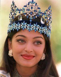 Happy Birthday Aishwarya Rai - God bless you abundantly Always! Miss World 1994 Aishwarya Rai of India poses for photographers a day after winning her crown in Sun City, 20 November Aishwarya Rai Young, Aishwarya Rai Photo, Actress Aishwarya Rai, Aishwarya Rai Bachchan, Bollywood Actress, Bollywood Makeup, Miss Mundo, Megan Young, Miss America Crown
