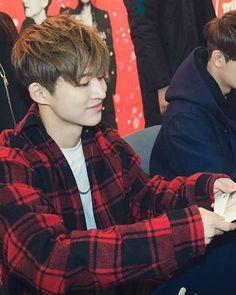 That smile, and his nose  [iKON fansign event in Pangyo] . . © to owner #ikon #yg #ygent #ygfamily #hanbin #kimhanbin #songyunhyeong #yunhyeong #bobby #jiwon #kimjiwon #junhoe #koojunhoe #yoyo #june #rhythmta #donghyuk #kimdonghyuk #chanwoo #jungchanwoo #jinhwan #kimjinhwan #rookies #apology #mytype #dumbanddumber #whatswrong #welcomeback #anthem #ikonics