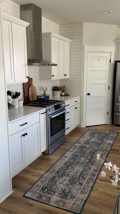 Kitchen Room Design, Kitchen Redo, Modern Kitchen Design, Home Decor Kitchen, Interior Design Kitchen, Island Kitchen, Kitchen Cabinet Makeovers, Farm House Kitchen Ideas, White Kitchen Designs