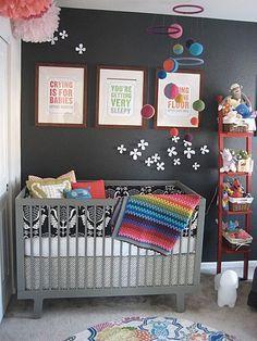 Preto no quarto do bebê? Por que não? =)
