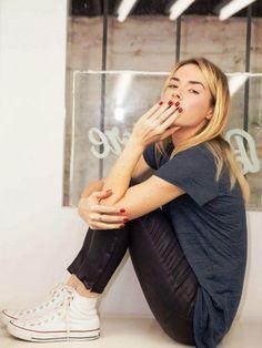 Super cool und super günstig - die schönsten Looks mit weißen Sneakern: http://www.gofeminin.de/styling-tipps/weisse-sneaker-kombinieren-s1474386.html #pintowingofeminin