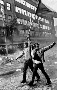 Josef Koudelka, Prague - August © Josef Koudelka / Magnum Photos - adel home Magnum Photos, Prague Spring, Fotojournalismus, Henri Cartier Bresson, Marie Curie, Getty Museum, Photographer Portfolio, French Photographers, Art Institute Of Chicago