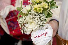 #boteztraditional #lumanarebotez #lumanarepersonalizatabotez #inimabrodatamanual My Flower, Flowers, Flower Arrangements, Bouquet, Table Decorations, Photo And Video, Wedding, Corona, Valentines Day Weddings