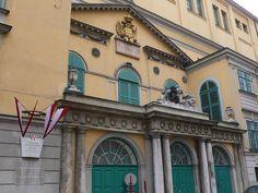 (2ページ目)ウィーンのおすすめ観光地:音楽の都で本物の音楽鑑賞できる名所6選 - おすすめ旅行を探すならトラベルブック(TravelBook) Heart Of Europe, Opera, Louvre, Mansions, Architecture, House Styles, Travel, Vienna Austria, Gate