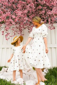 Mother Daughter Matching Outfits, Mother Daughter Fashion, Mom Daughter, Mommy And Me Dresses, Mommy And Me Outfits, Girl Outfits, Mommy And Me Photo Shoot, Nice Dresses, Girls Dresses