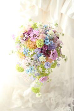 シャワーブーケ ブルースターとスノーボールとライラック ホテル日航東京様へ : 一会 ウエディングの花