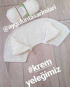 Good night 🌹 Our 1 year old cream mane couldn't wait in the morning 🌹 Getting re Baby Knitting Patterns, Hand Knitting, Crochet Baby, Knit Crochet, Cute Puppies And Kittens, Knitted Baby Clothes, Baby Vest, Erdem, Baby Booties