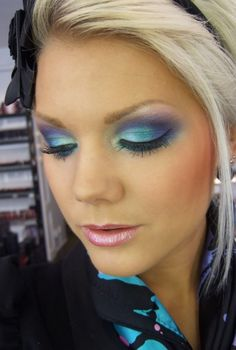 love her make up.. reminds me of a peacock!