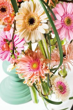 Close-up of a colourful gerbera bouquet #pinkgerberas #flower #floral #whitegerberas #inspiration #colouredbygerbera #dutchgerbera