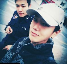 "Despite having taken a hiatus from the group to fulfill his mandatory military service, it seems that thanks to the other members of Super Junior, we still get a chance to see how Donghae is doing. Fellow member Yesung posted a photo with Donghae to his Twitter on November 22. In the caption, Yesung wrote, ""I came for a visit~ It's been a while, my brother #SuperJunior #YeDong."" In the photo, Donghae can be seen wearing a police uniform. November 22, 2015"