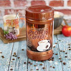 Edzéssel kezded a napot? Az edzés utáni fehérje és egy csésze kávé együtt már émelyítően sok a tejes italokból. Melyiket válaszd nehéz ügy. Ha csak nem egy bogyóval akarod letudni a reggeli koffein bevitelt akkor egy proteines kávé mellett érdemes letenned a voksodat. Mindenből PONT ANNYI van benne ami egy kiadós éhgyomri edzés utáni napindításhoz kell. Még egy banánt vagy egy zabkását betolsz hogy a CH-t is utántöltsd és rendben is vagy!   BENNE VAGY? Mutasd meg hogy milyen sportosan… Protein Coffee, Whey Protein, Candle Jars, Candles, Neon, Candy, Neon Colors, Candle Sticks, Neon Tetra