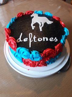My cake creations deftones theme birthday cake  😙😙😙