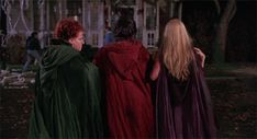 How To Watch 'Hocus Pocus' This Halloween Because We're Still Under The Sanderson Sisters' Spell After All These Years