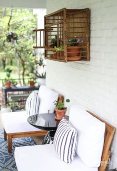 Summer Decorating: Porch and Patio Ideas + VIDEO for Stylish Outdoor Spaces Porch Decorating, Summer Decorating, Decorating Ideas, Decor Ideas, Patio Wall Decor, Outside Furniture, Patio Umbrellas, Moroccan Decor, Minimalist Decor