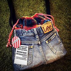 お次はショルダーばーじょん。これね、kidsのLeeでちっこいサイズなのです♡大人が持っても子供が持っても◎ #ハンドメイド#ハンドメイドバッグ#ショルダーバッグ#デニムリメイク#デニム#リメイク#バッグ#ネルシャツ#巾着バッグ#Lee#ハンドメイドイベント#イベント出店
