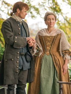 Jamie and Claire pay a visit to his Auntie Jocasta on Outlander Season 4 Episode 2 trying Claire's patience as she's faced with a dark. Outlander Funny, Outlander Season 4, Outlander Quotes, Outlander Tv Series, Outlander Clothing, Outlander Costumes, Renaissance Dresses, Medieval Clothing, Claire Fraser