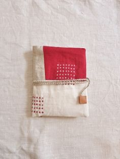 Sashiko Embroidery, Embroidery Works, Folk Embroidery, Japanese Embroidery, Embroidery Stitches, Small Projects Ideas, Little Stitch, Indian Crafts, Sewing Stitches
