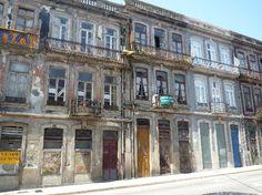 PORTO - 6Only Guest House: la facade sur la droite